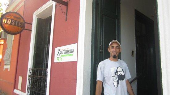 Sacramento Hostel: en la puerta