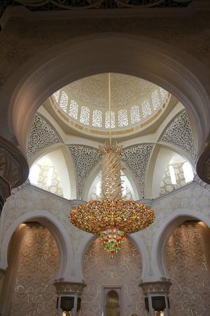Sheikh Zayed Mosque: The chandelier that weight 9 tonnes and caught my eyes