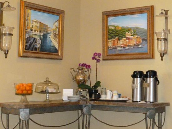 Inn at Depot Hill: Always fresh cookies and evenings hors d'oeuvres