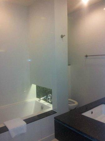 Chatrium Hotel Riverside Bangkok: Bathroom