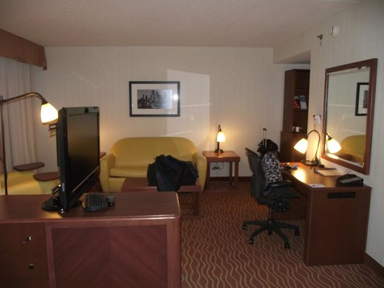 Wyndham Boston Chelsea:                   Roomy Suite