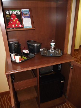 Wyndham Boston Chelsea:                   Fridge and Microwave