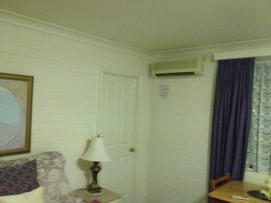 Country Pines:                                     Room