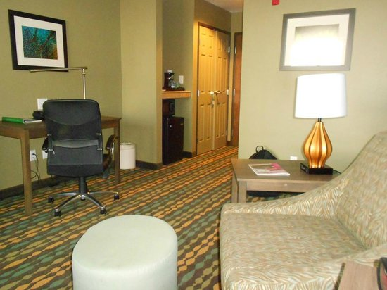 Wingate by Wyndham Bossier City: Sitting Area of King Room