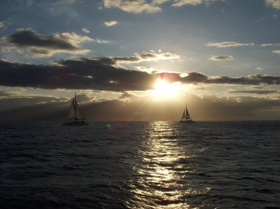 Teralani Sailing:                   The beginning of a beautiful sunset