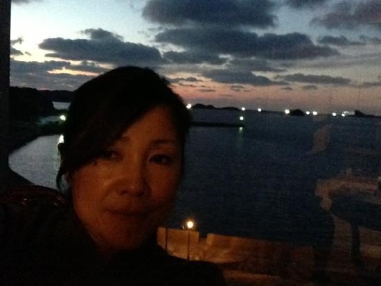 Kairi Murakami:                   部屋から見た黄昏の海