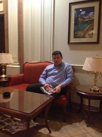 Arm Premier Hotel:                   в холле отеля