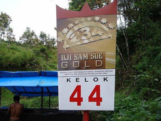 Lake Maninjau: Kelok 44 Sign
