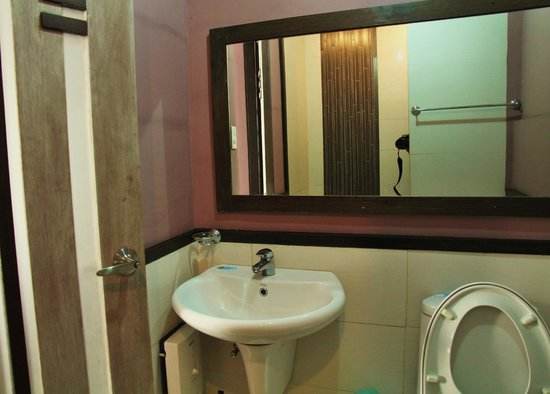 Colione Bed and Breakfast:                   Immaculate bathroom