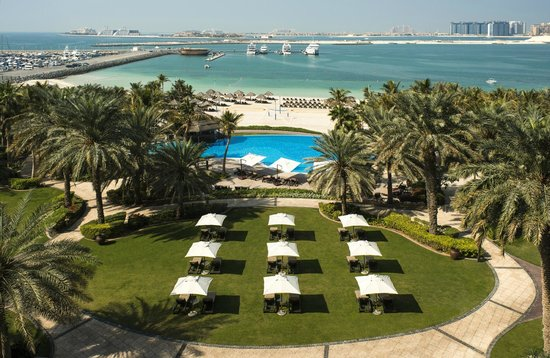 Le Meridien Mina Seyahi Beach Resort and Marina: Seaview and garden from the room
