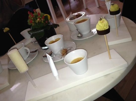 Restaurant Le Saint-James Relais & Chateaux:                                     café gourmand