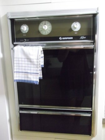 Narrowneck Court:                   Oven