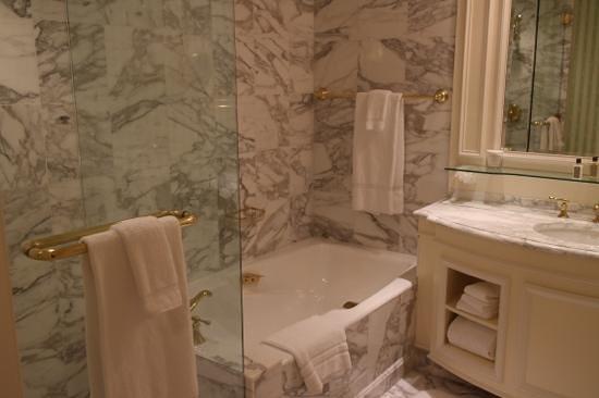 Grand America Hotel: bathroom