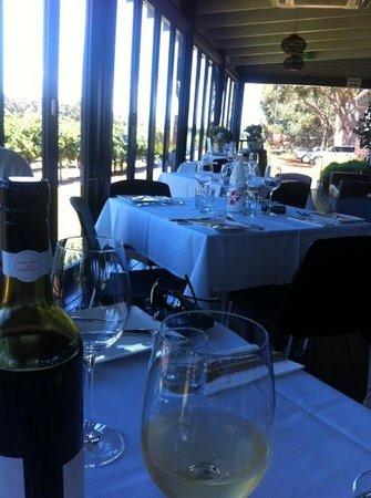 Knee Deep Winery Restaurant: restaurant interior