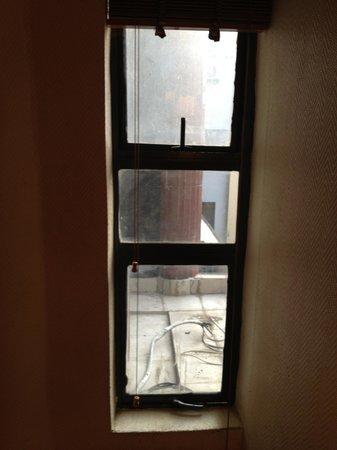 Planet One Hotel and Wellness:                                     The one window (approx 40cm width) in room 143 ($222 per nig