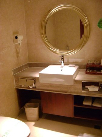 Guilin Park Hotel: Bad/WC