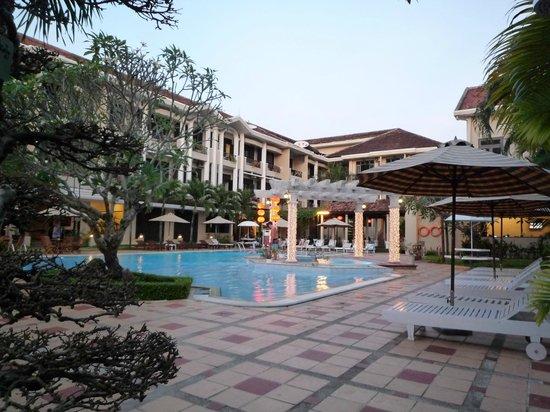 Hoi An Historic Hotel:                   la piscine de l'hôtel