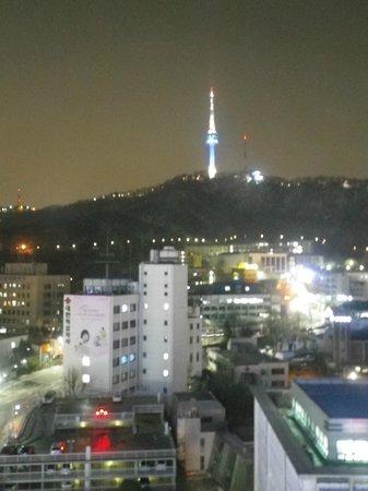 Sejong Hotel:                   部屋からソウルタワーが見えます。