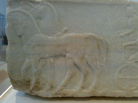 Εθνικό Αρχαιολογικό Μουσείο: I cavalli sono quattro