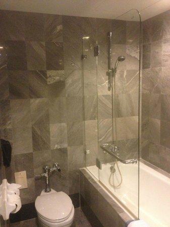 Rembrandt Hotel Bangkok:                   Bath