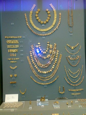 Arkeologiska museet i Aten: Splendido corredo funerario femminile