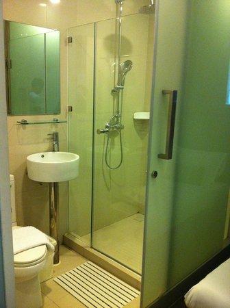 ذا بيريود براتونام: Bathroom