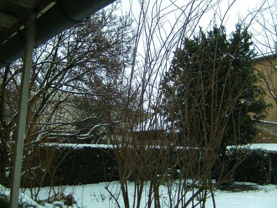 Hotel Concorde:                   jardin en janvier sous la neige