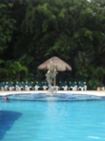 Hotel Riu Lupita:                                     autre piscine devant le bar