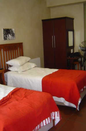 Miles B&B Guest House:                   Beds