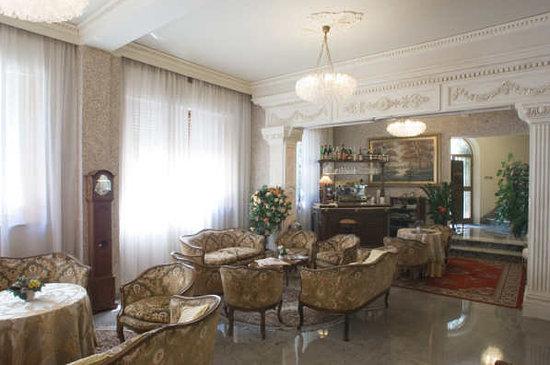 Hotel Patria: Saloncino