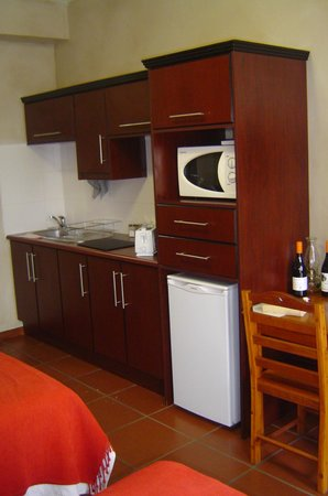 Miles B&B Guest House:                   Kitchenette