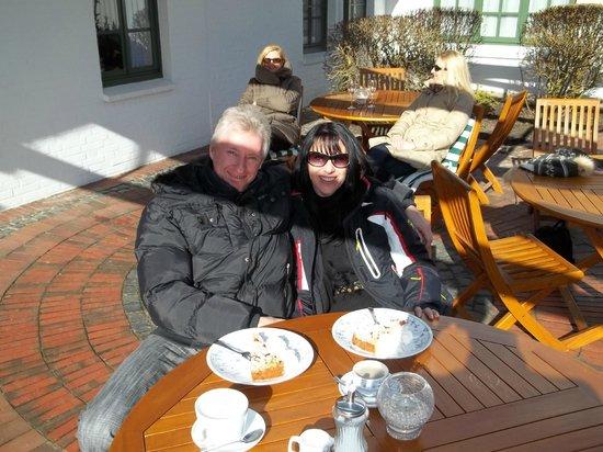 Hotel Witthus:                   Kaffee und Kuchen in der Sonne!