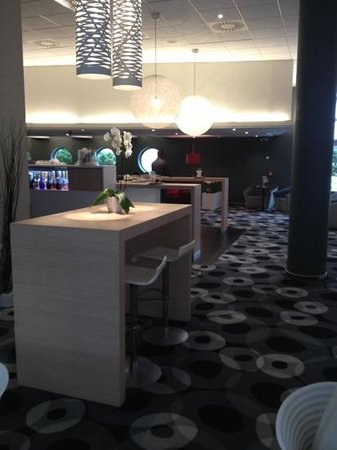 Novotel Praha Wenceslas Square: hotel bar with big sofa's