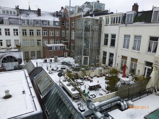 Hotel Piet Hein: Snowy view from room