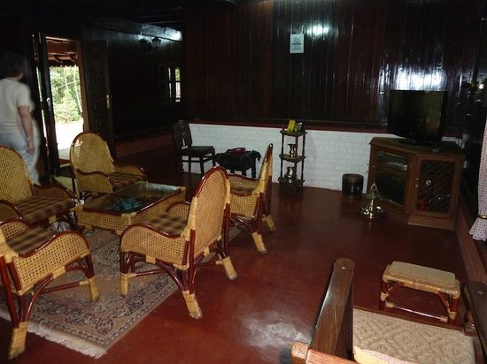 Kollenkeril Plantation Home-Stay Bungalow: Main house lounge