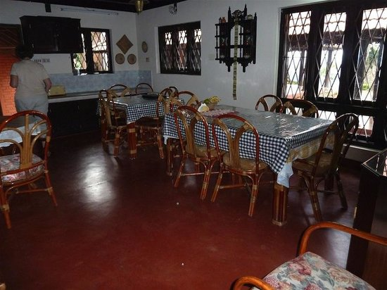 Kollenkeril Plantation Home-Stay Bungalow: Dining area