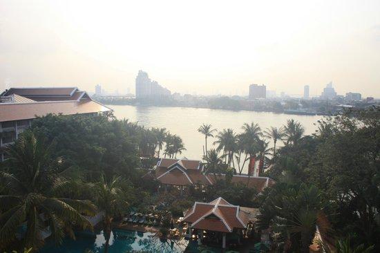 Anantara Riverside Bangkok Resort:                   Aussicht vom Zimmer auf den Fluss