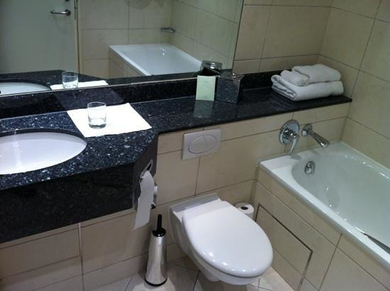 East Sussex National: lovely bathroom layout
