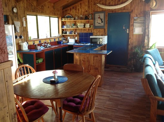 McFarmers Backpacker Lodge:                   dining area and kitchen