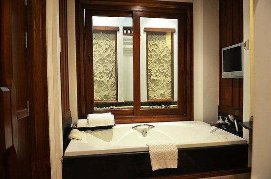 รติลานนา ริเวอร์ไซด์ สปา รีสอร์ท:                   Bathroom and funtain