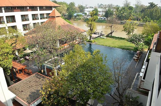 Ratilanna Riverside Spa Resort Chiang Mai:                   Swimming Pool and River Ping