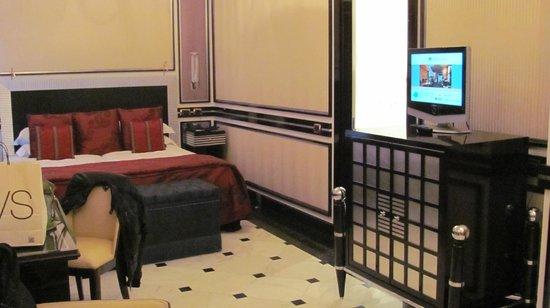 โรงแรมเรจิน่า บากลิโอนี่:                   Room