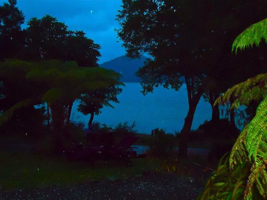 Raetihi Lodge: View from room in the evening