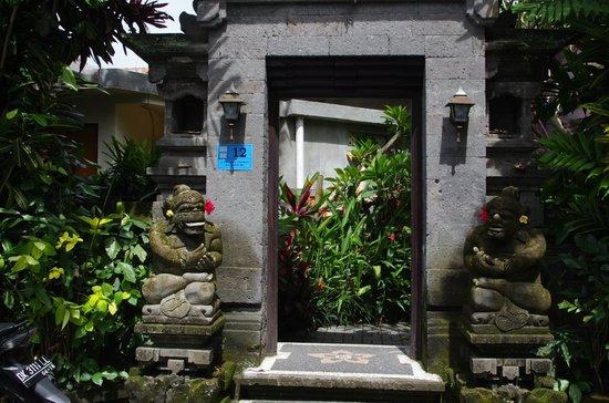 Sama's Cottages and Villas:                                     Sama's Cottages entrance