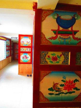 Yata Fengqing Inn: Corridor area