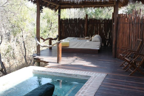 Simbambili Game Lodge:                   Day Bed