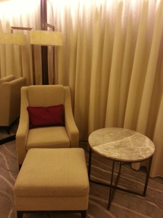 InterContinental Grand Stanford: sitting room chair