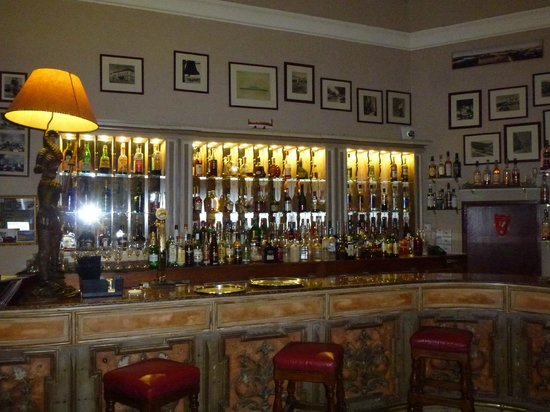 The Phoenicia Malta: The Club Bar