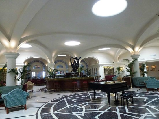 The Phoenicia Malta: The Palm Court Bar