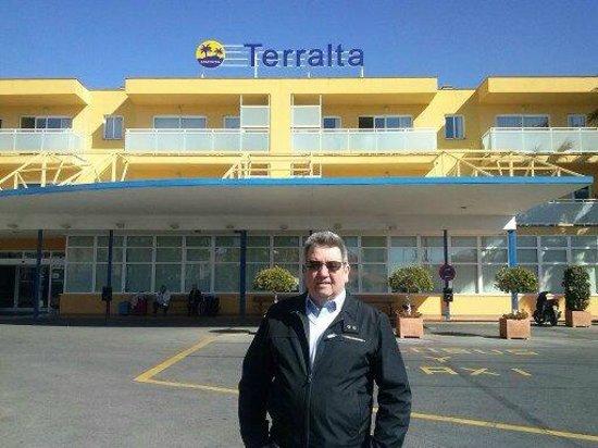 Terralta Apartamentos Turisticos:                                     Front of Hotel with George